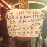 """""""Me chama de Copa e investe em mim! Assinado: educação, saúde, transporte... #vemprarua"""""""