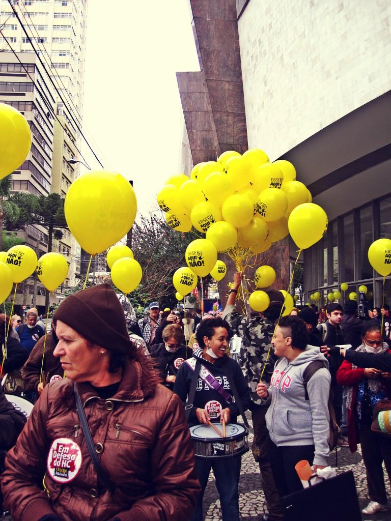 Os manifestantes começaram a se reunir por volta das 8h. Foto: Débora Avadore.