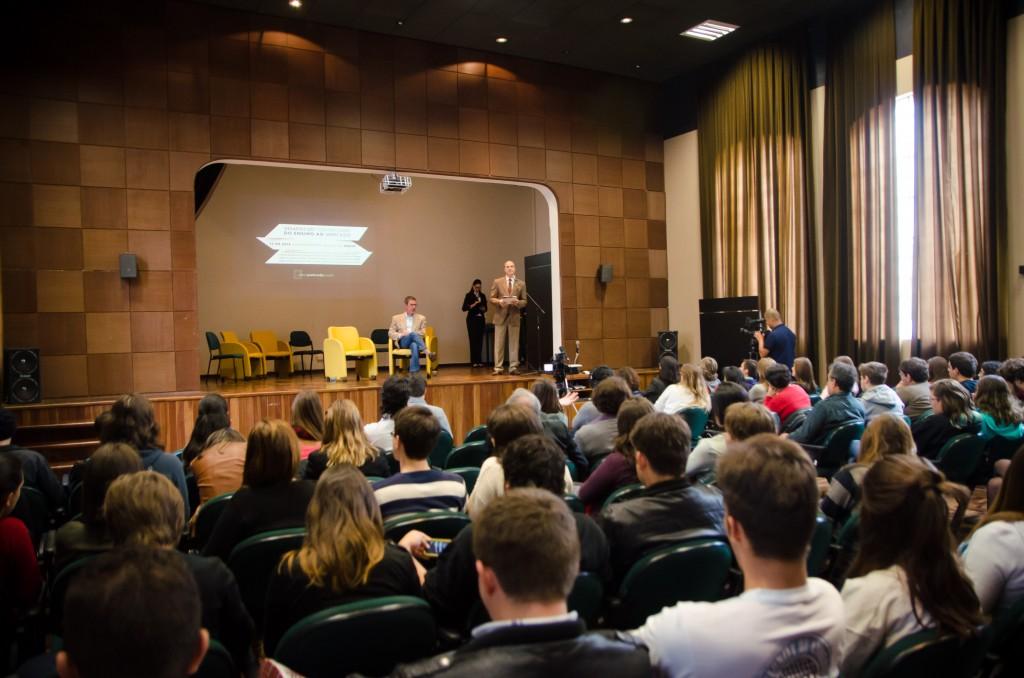 O evento contou com auditório cheio. Foto: Marcos Solivan