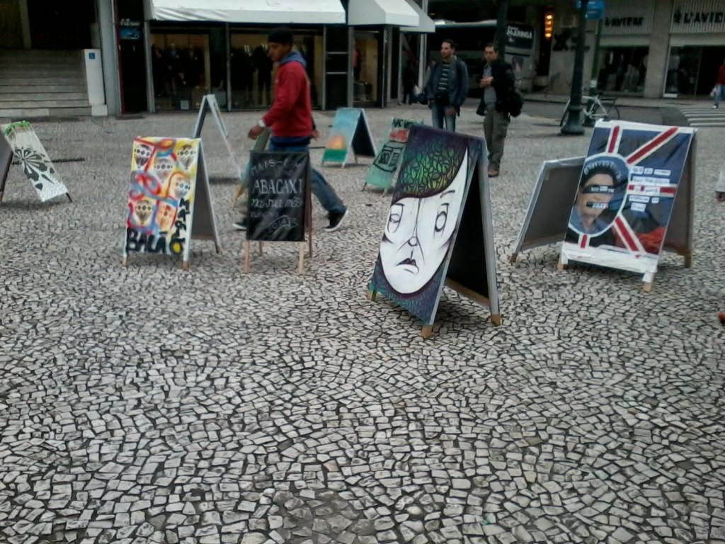Em última edição, Cavalete Parade transforma propaganda política em obras de arte