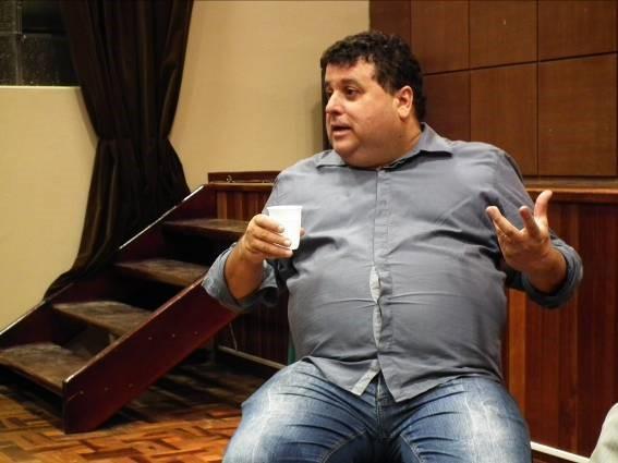 """Amaury Ribeiro Júnior (foto) é escritor e repórter investigativo. Nasceu em Londrina, norte do estado do Paraná, e hoje vive no interior do estado de Minas Gerais. Um de seus livros, """"A privataria tucana"""", vendeu 120 mil exemplares. (Foto: Carlos Baldo)"""