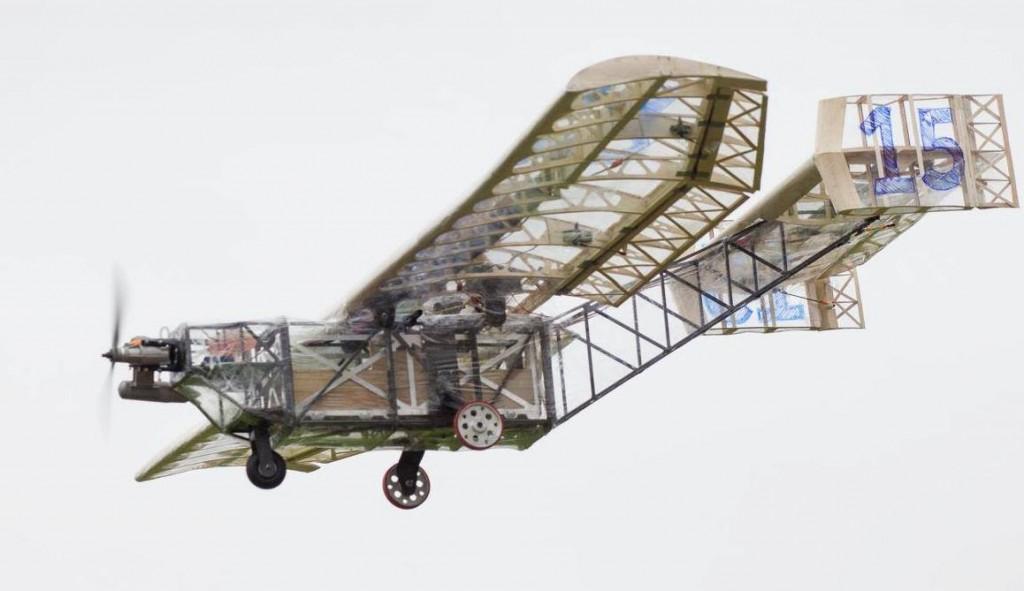 Aeronave da categoria Regular. Este ano, a somatória da projetada não podia exceder 0,775m², podendo transportar qualquer tipo de material de carga  útil, exceto chumbo