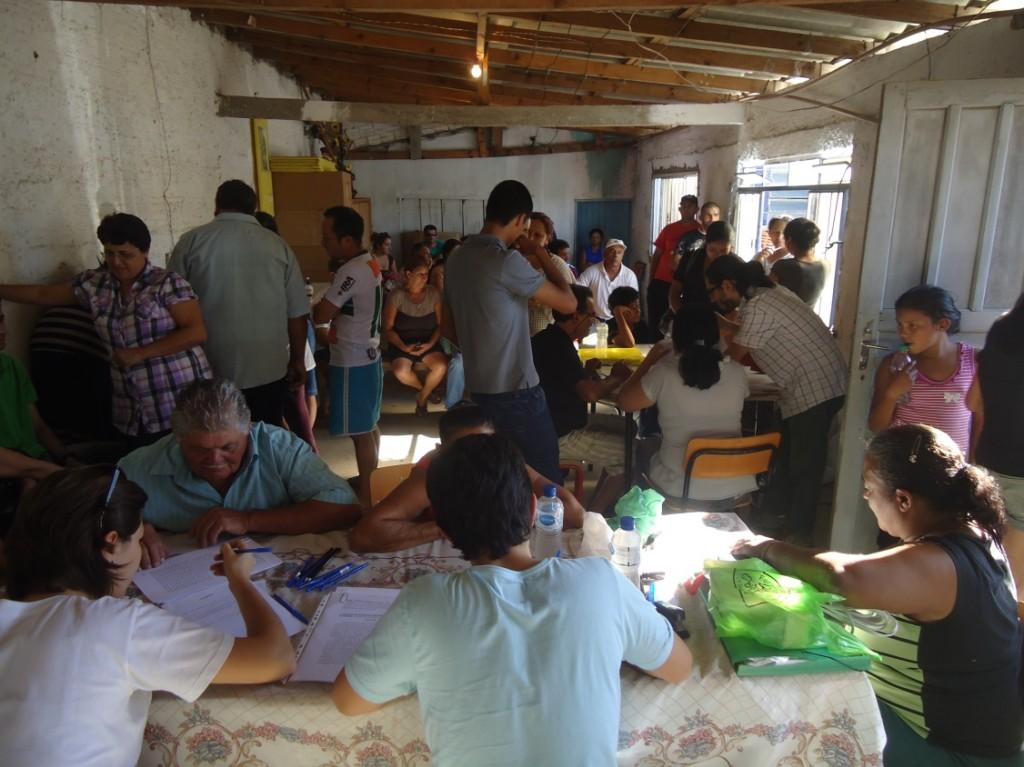 Oficina de capacitação na comunidade Nova Costeira, São José dos Pinhais (Foto: Divulgação)