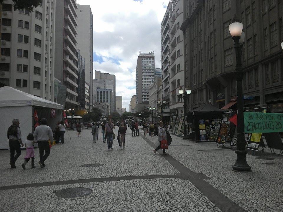 Manifestações não atrapalham comércio na cidade  (Foto: Maria Miqueletto)