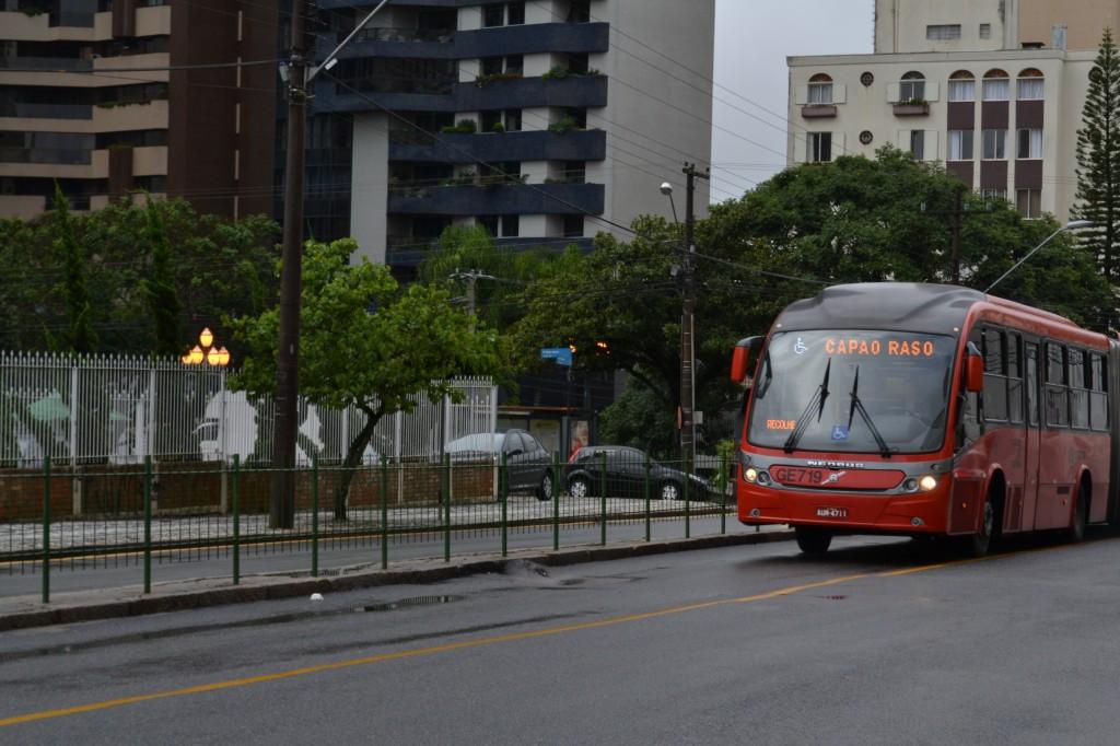 Deformações no asfalto podem aumentar custo operacional do transporte público  (Foto Douglas Maia)