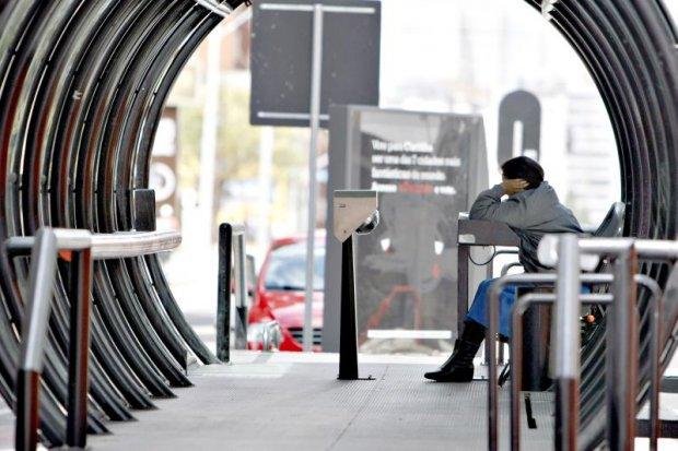 Medidas de incentivo ao uso de cartão transporte divide opiniões entre Prefeitura e cobradores (Foto: Henry Milleo/Gazeta do Povo)