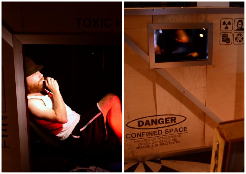 Separado do espectador apenas por uma caixa, o ator Kenni Rogers interpreta seis papéis diferentes durante toda a apresentação de Jukebox: Volume I. (Fotos: Valsui Júnior)