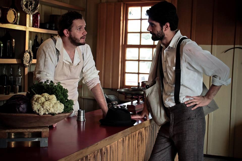 Cena de conversa do filme ''Negociando com a Felicidade'', o primeiro a ser exibido na mostra. (Foto: Divulgação/Filme)