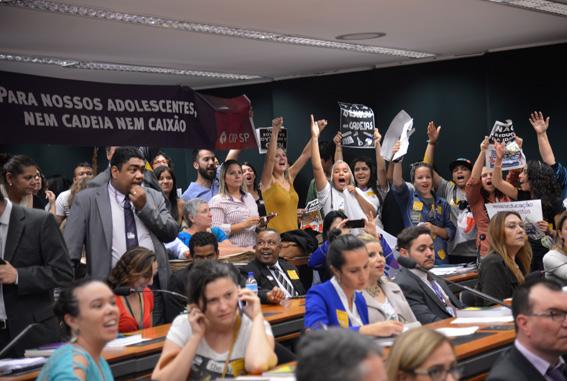 Manifestantes contrários à aprovação da PEC protestam em audiência pública Foto: Wilson Dias/ Agência Brasil