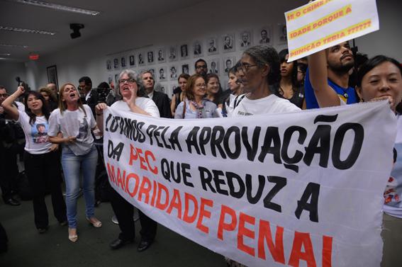 Protestos favoráveis à aprovação da PEC também aconteceram na audiência pública. Foto: Wilson Dias/ Agência Brasil
