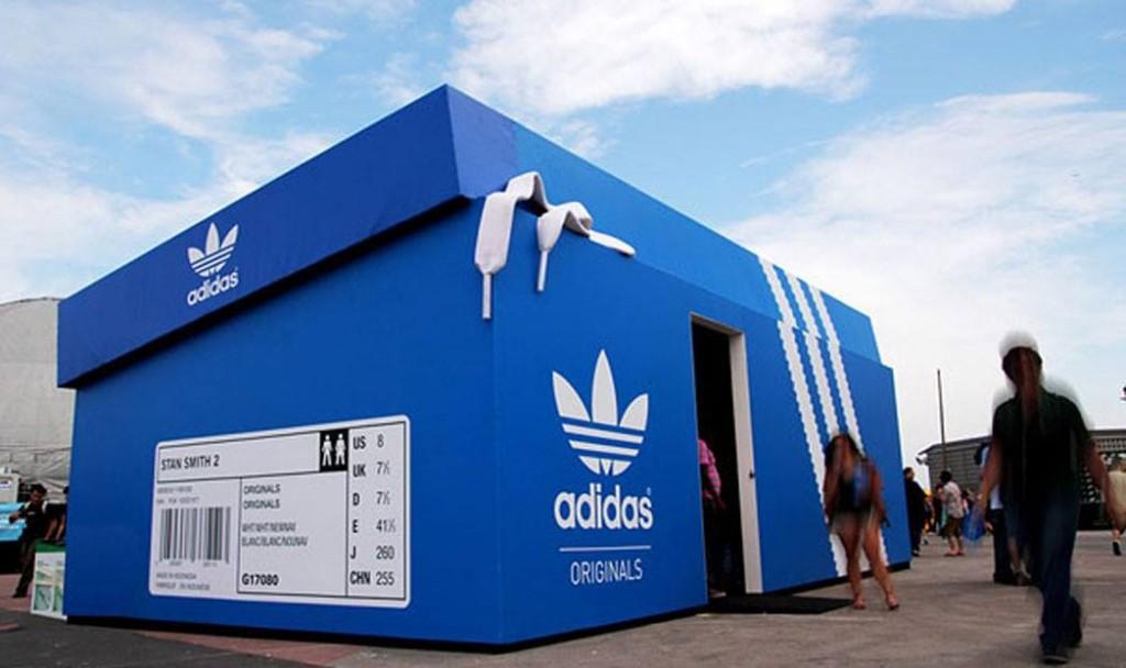 Pop-up store da Adidas em formato de caixa de sapato, na Argentina. (Foto: Divulgação)
