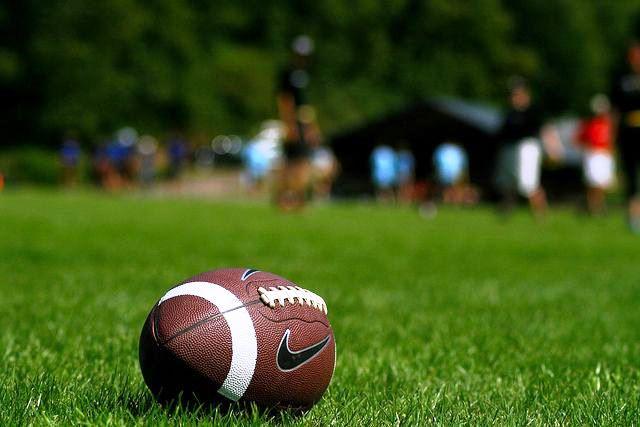 Jogos de futebol americano marcam o final de semana: ouça o Jornal Rádio Comunicação!