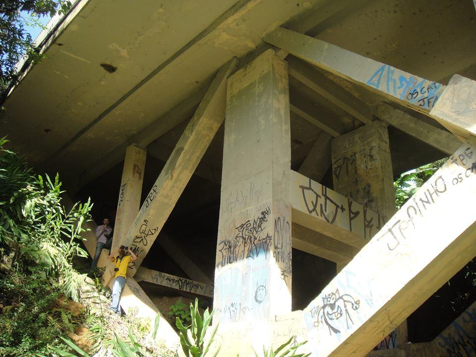 Sempre acompanhados por um engenheiro, estudantes vistoriam 4 pontes por final de semana.  (Foto: Emea)