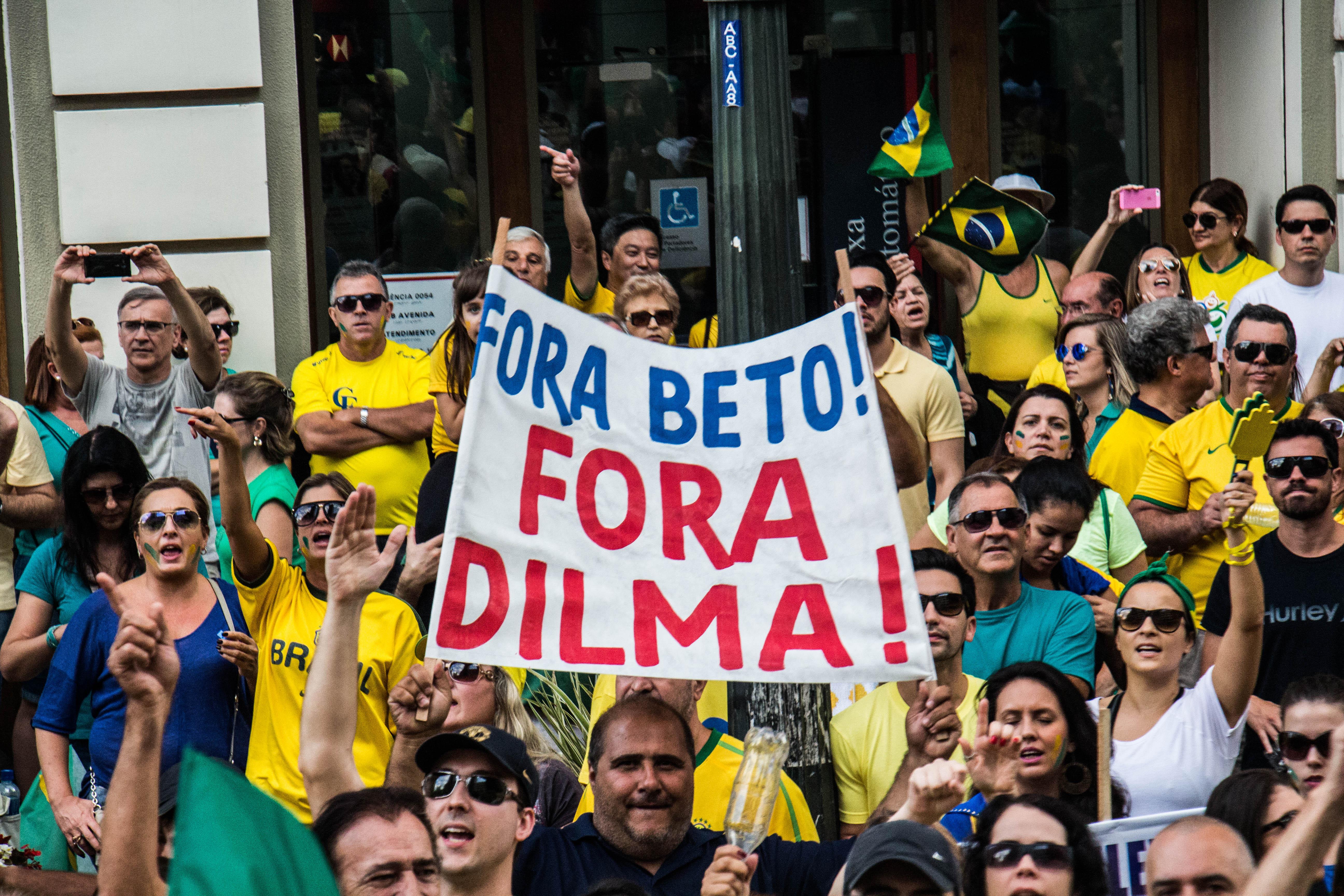 Manifestação contra Dilma atrai menos público, mas não deixa de ser grande