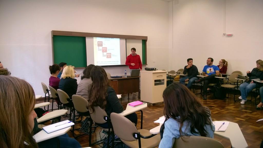 Turma de Básico I em aula com o professor Marcelo Porto. Foto: Bruna Remes
