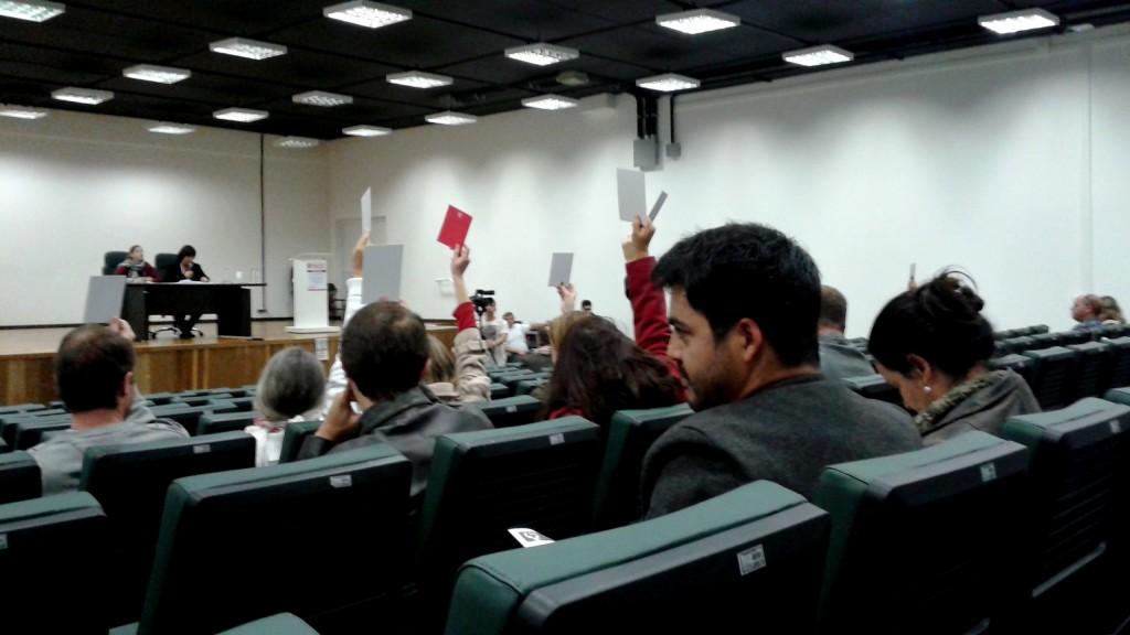 Foram 68 votos favoráveis ao indicativo de greve a partir do dia 29 de maio. Participaram da Assembleia os docentes dos campi de Curitiba, Palotina, Jandaia do Sul e Litoral. (Foto: Carlos Baldo)