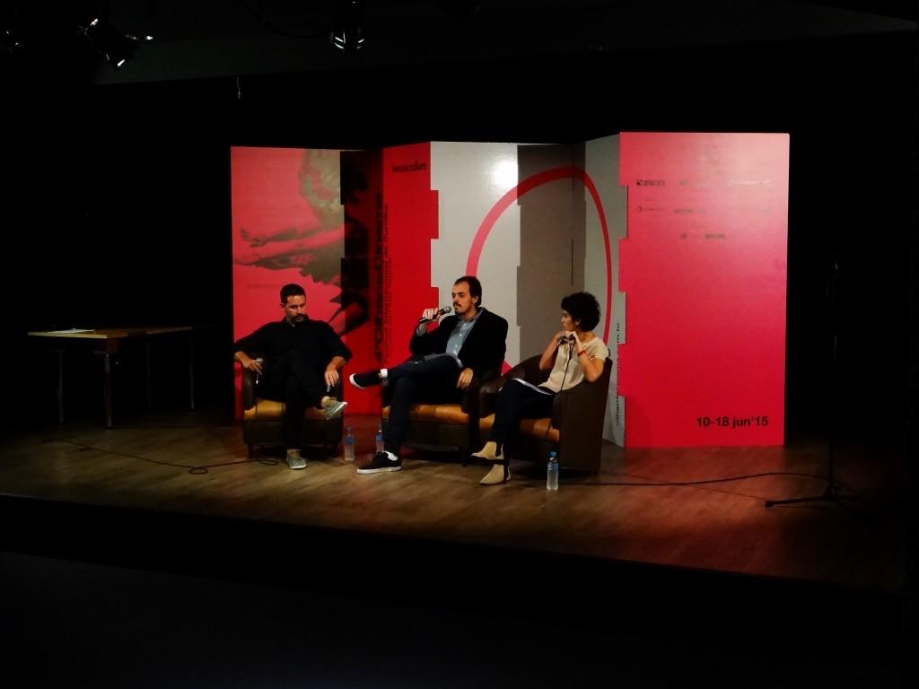 Aly Muritiba, Antonio Junior e Marisa Merlo, os diretores do Olhar de Cinema durante a coletiva de imprensa. (Créditos: Anna Sens)