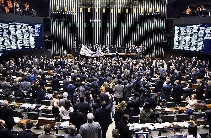 No dia 14 de maio, durante votação da MP 664, a sessão foi marcada por protestos da oposição contra a medida provisória.  (Foto: Divulgação Câmara dos Deputados)