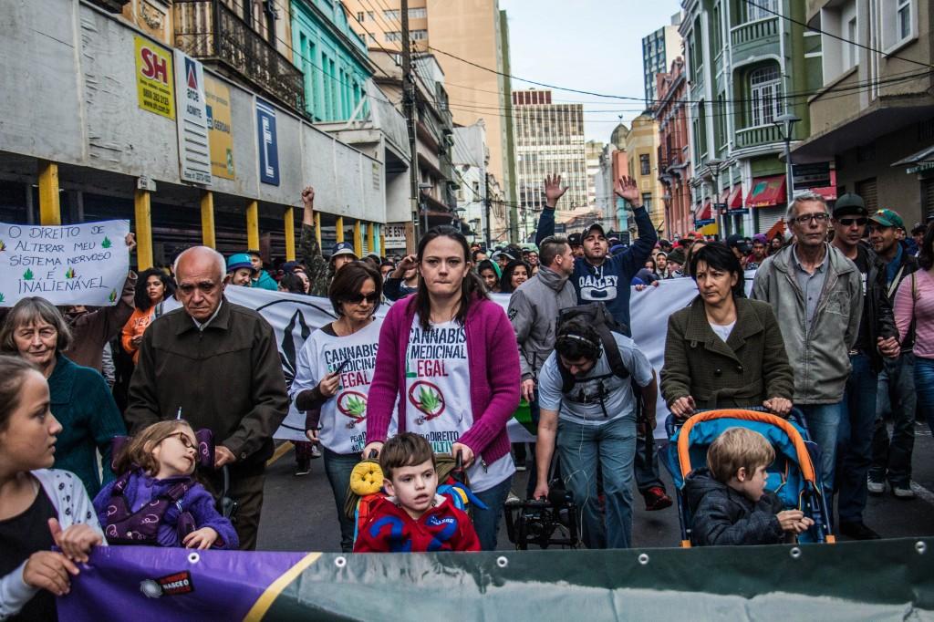 O Bloco das Mães, que puxou o bonde, pauta o uso medicinal da cannabis por crianças que sofrem com epilepsia refratária e outras doenças. (Foto: Gabriel Dietrich).
