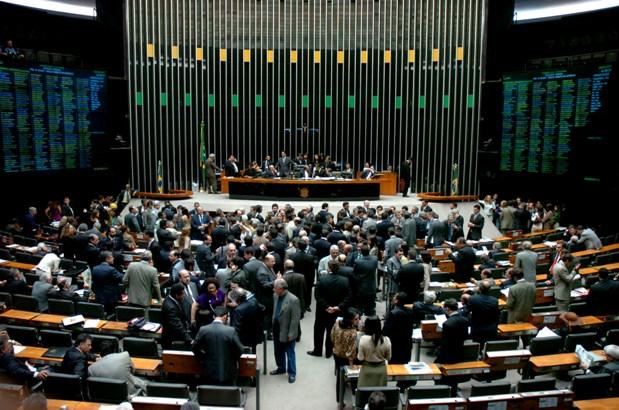 Câmara dos Deputados faz parte do Poder Legislativo brasileiro e é composta por 513 deputados de diversos partidos. (Foto/reprodução: BrasilPost