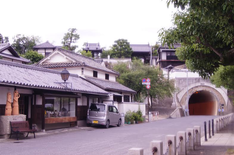Arquitetura japonesa em Kurachiki, uma cidade com centro histórico bem conservado (Foto: Luiza Guimarães)