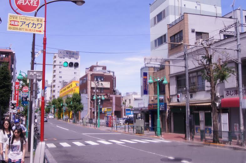 Bairro Shinjuku, em Tóquio  (Foto: Luiza Guimarães)