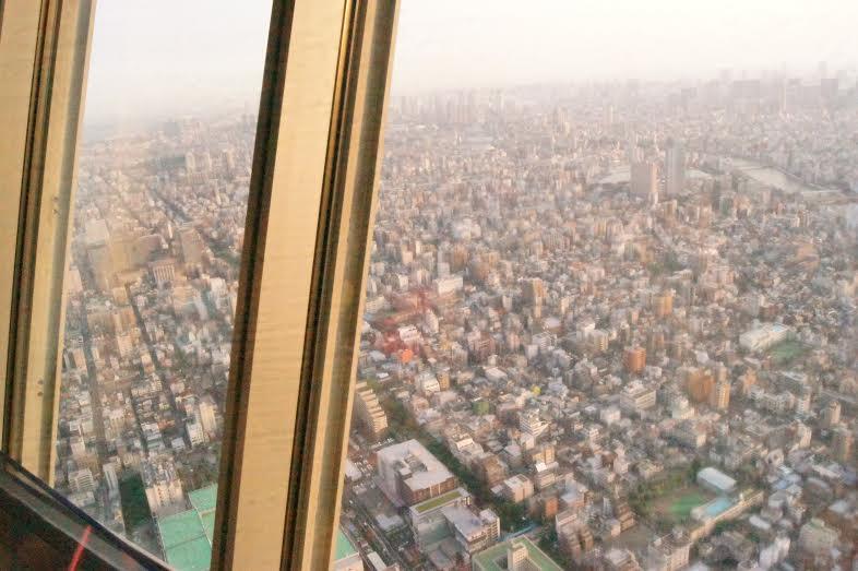 Por do sol em Tóquio visto da SkyTree, torre de observação da cidade com 495m de altura (Foto: Luiza Guimarães)