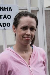 Celma dos Santos, dona de casa, conta que boa parte dos moradores do conjunto habitacional onde vive também se sente realizada por conseguir uma moradia digna.  Foto: Gabriel Dietrich