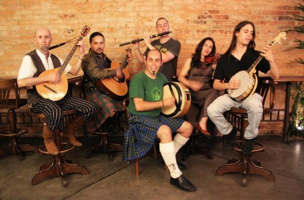 """A banda Thunder Kelt canta músicas celtas tradicionais e diverte os curitibanos nas """"Noites Celtas"""", realizadas na Capital Créditos: Divulgação"""