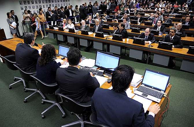 A Comissão de Constituição, Justiça e Cidadania (CCJ) cedeu à pressão e tirou o Projeto de pauta, mas ele volta a ser discutido nessa semana Foto: Lucio Bernardo Jr. / Câmara dos Deputados