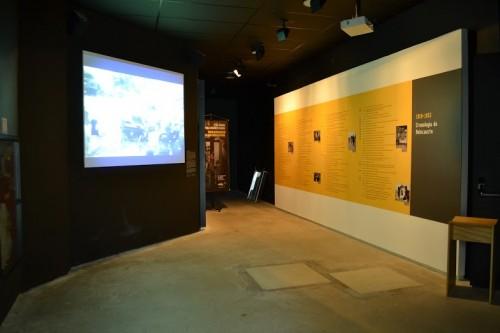 Primeira sala do Museu do Holocausto: histórias reais aproximam o visitante da tragédia mundial.  Foto: Fernanda Tieme Iwaya